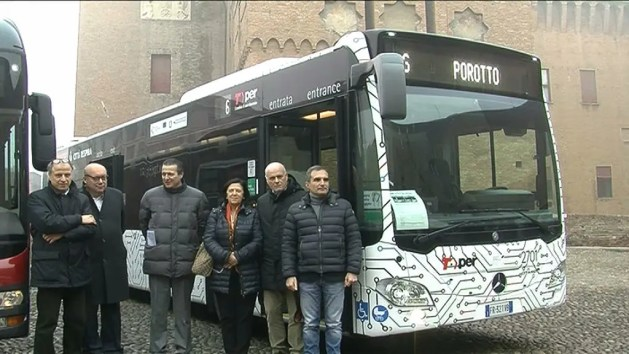 Trasporto pubblico, nuovi autobus ibridi con telecamere a bordo – VIDEO