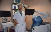 Il robot entra in sala operatoria