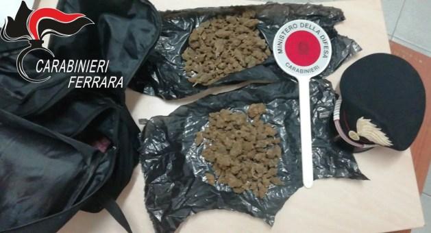 Arrestato con due etti di droga nello zaino