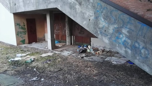 Ripulita area ex cinema Alexander: c'erano anche delle siringhe