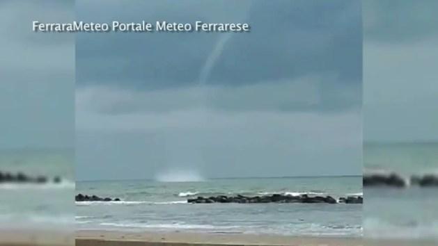 Maltempo sul ferrarese, tromba d'aria a Porto Garibaldi – VIDEO