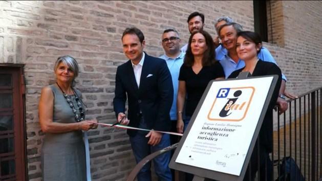 Turismo a Ferrara: inaugurato il nuovo Iat in Castello – VIDEO