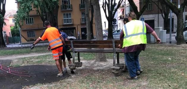 """Panchine, mozione Pd in consiglio comunale: """"Riportatele nei parchi"""""""