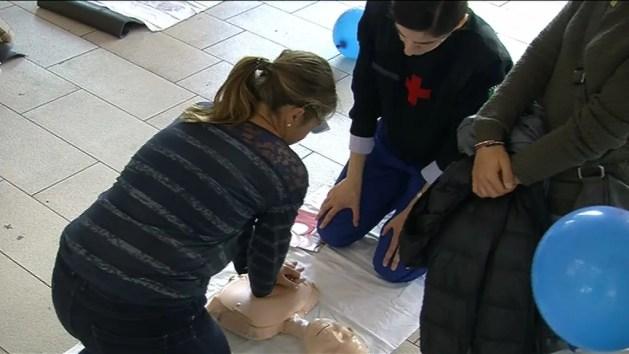 118 in piazza a Ferrara: imparare a salvare vite – VIDEO Massaggio cardiaco