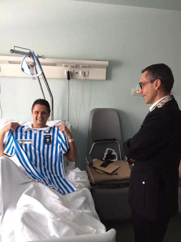Comandante provinciale Ferrara regala maglia Spal a carabiniere ferito