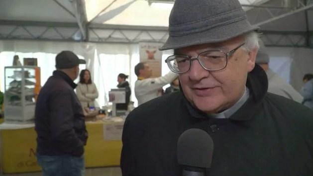 """Arcivescovo Ferrara: """"Rivedere legge cittadinanza agli immigrati"""""""