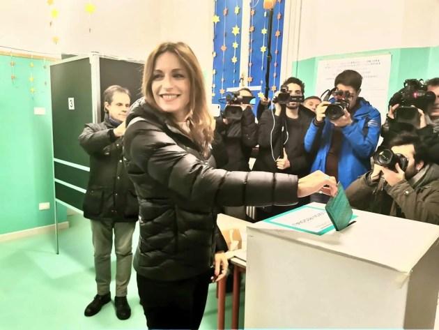 Regione, Lucia Borgonzoni rinuncia al seggio in Emilia-Romagna. Lascia anche Sgarbi