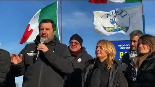 """Salvini a Comacchio promette: """"Taglieremo burocrazia"""" – VIDEO"""