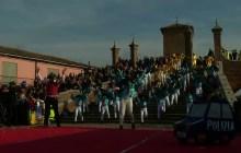 Successo di pubblico per la prima domenica del Carnevale sull'acqua a Comacchio – VIDEO