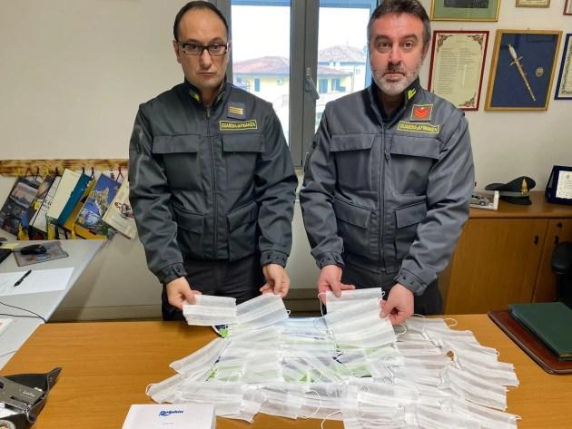 Comacchio, finanzieri sequestrano in una farmacia mascherine di protezione non sicure