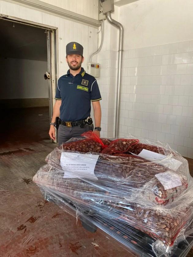 Guardia di Finanza, sequestrati 167 Kg di vongole prive di etichettatura e tracciabilità
