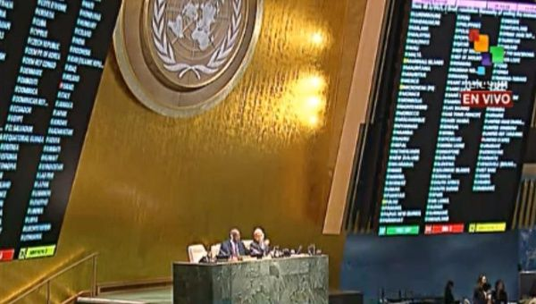 The U.N. General Assembly voting against the U.S. blockade of Cuba on October 28, 2014. (Photo: teleSUR)