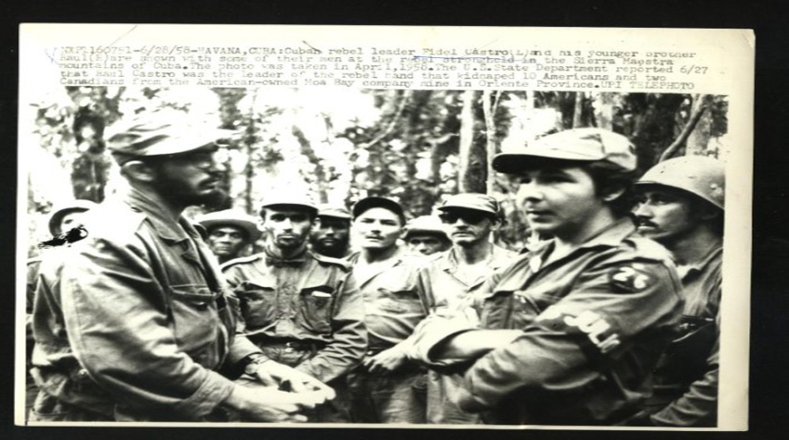 Raúl Castro acompañó a Fidel desde muy joven, uniéndose a la lucha armada en Sierra Maestra.