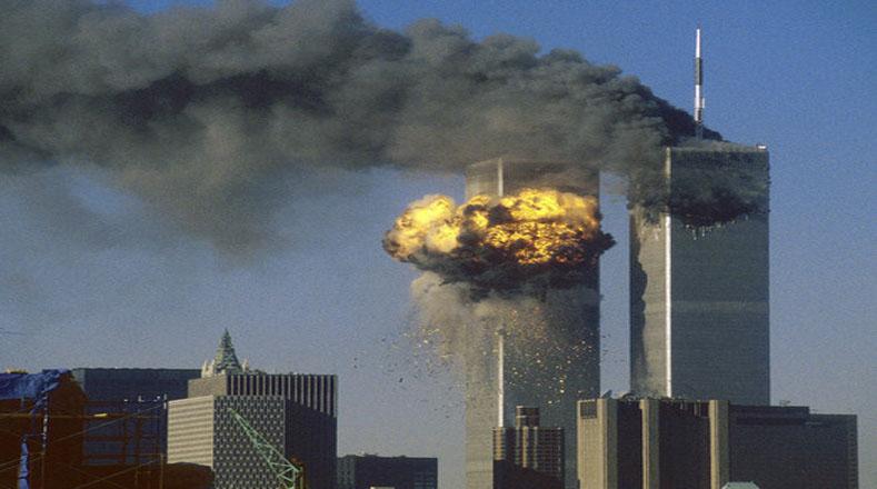El impacto de los dos aviones contra los dos edificios generó un incendio que dejó más de 2 mil 600 muertos en Nueva York.