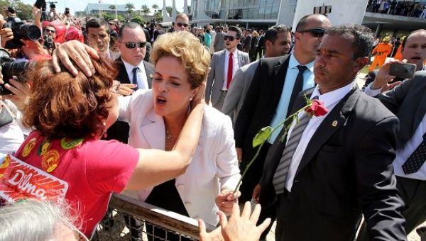 Diilma Rousseff alabó la labor de los médicos cubanos.