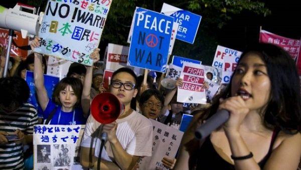 Los estudiantes en Japón exigen el fin de la guerra.