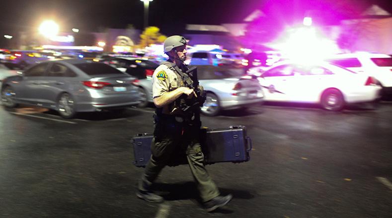 EL FBI y la Policía busca al autor del tiroteo en los alrededores del lugar.