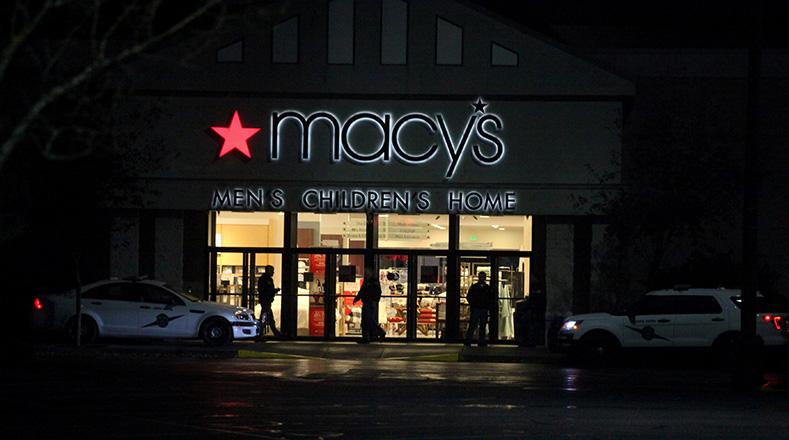 El atacante entró caminando a un local de las tiendas Macy