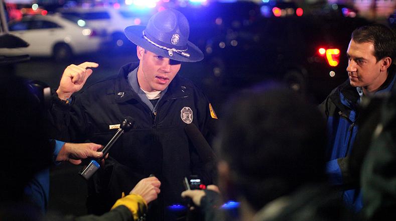 La policía informó a los medios de comunicación que adelantan operativos e investigaciones con cámaras de seguridad del sector para verificar si el atacante tenía más cómplices.