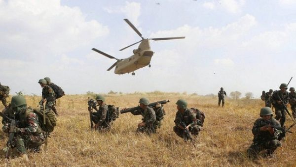 US and Philippine soldiers participate in military exercises in 2015.