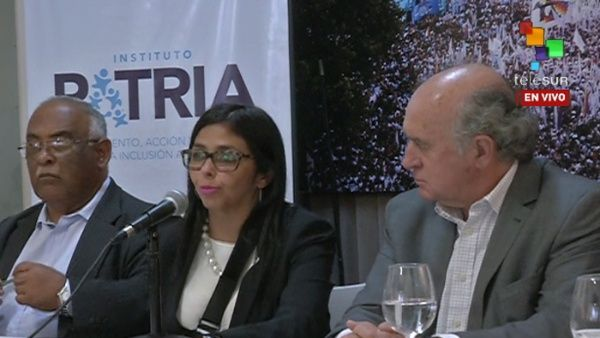 Delcy Rodríguez recordó que el gobierno neoliberal de Brasil congeló el gasto social por 20 años.