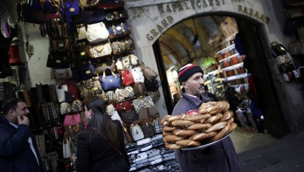 A street vendor sells traditional Turkish bagels, simit, outside the historical Grand Bazaar in Istanbul.