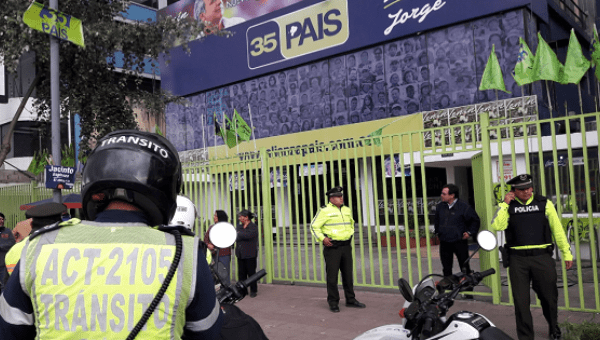 The headquarters of Alianza Pais in Quito under bomb threat.