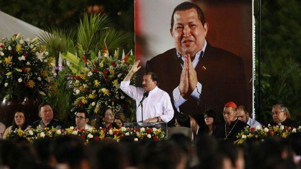 Ortega (c) durante un homenaje póstumo al líder socialista el 5 de marzo de 2013.