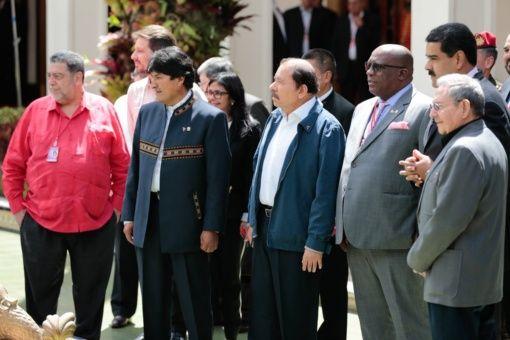 """""""El ALBA ha demostrado que es posible poner en el centro de nuestro complejo andamiaje de poder al ser humano"""", en la cumbre realizada este domingo en memoria de Hugo Chávez."""