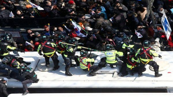 En Seúl hubo enfrentamientos con la policía local.