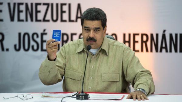 """""""No nos vamos a quedar callados ni de brazos cruzados frente a la agresión del secretario general, de este inepto llamado Luis Almagro"""", afirmó el mandatario venezolano."""