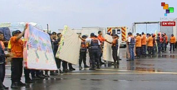 Cobijas y colchonetas forman parte del cargamento de ayuda humanitaria.