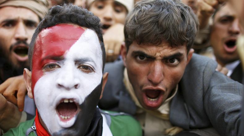 """Los manifestantes gritaban lemas como """"tenemos determinación"""" o """"levantad el bloqueo del Yemen""""."""
