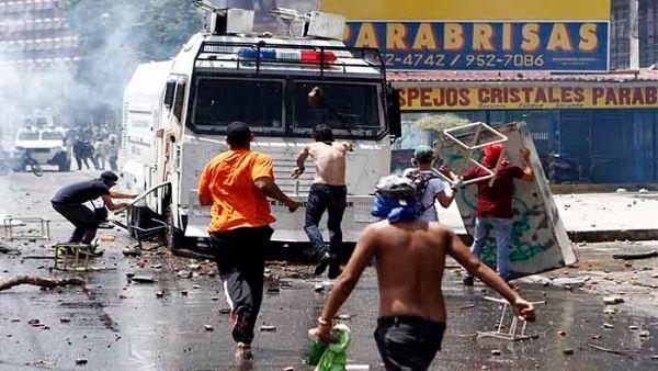 La marcha opositora cambió de ruta ilegalmente para crear caos en el centro de la capital venezolana.