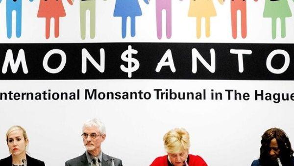 (L-R) Judges Orellana, Lamm, Shrybman, Tulkens, Dior Fall Sow and Fernandez Souza present the legal opinion on Monsanto