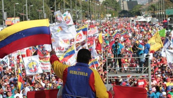 El pueblo revolucionaria sale a la lucha de la independencia y ratificar su compromiso con la Revolución Bolivariana.