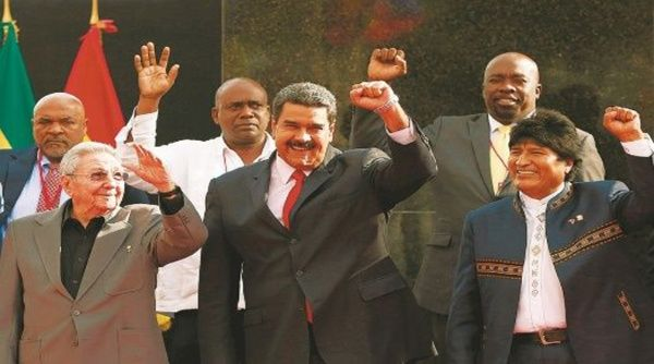 """Durante la XIII Cumbre del ALBA-TCP que se desarrolló en La Habana, Cuba, el presidente boliviano destacó que esta alianza """"es la gran obra que nos dejaron Hugo Chávez y Fidel Castro""""."""