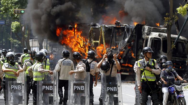 Los opositores radicales arremetieron contra las instalaciones de la Oficina Nacional Antidrogas (ONA) situada en El Rosal, Chacaito.
