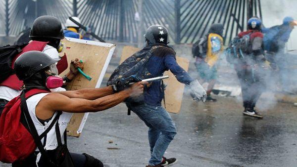 Un paro nacional solo sería acompañado por el 37 por cientode la población y un proceso de desobediencia activa por el 27 por cientode los venezolanos, revela la encuesta.