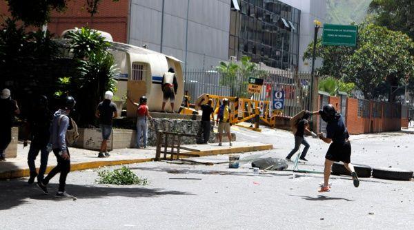 """""""Yo alerto sobre la ola de violencia que desde mañana se pretende instalar en Venezuela"""", dijo el canciller venezolano Samuel Moncada"""