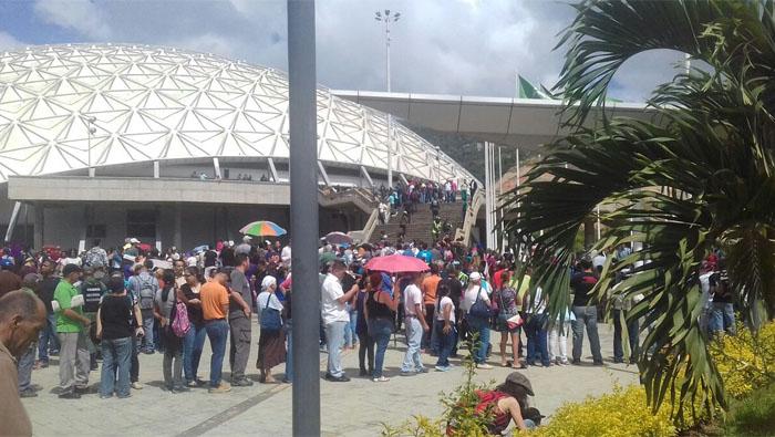 Pese a las amenazas y tensión generada por la oposición, los venezolanos han salido a votar de manera masiva.