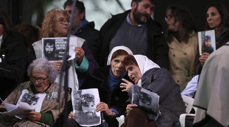"""Esta propuesta fue convocada por organismos de derechos humanos y las Abuelas de la Plaza de Mayo, quienes denunciaron que """"el único responsable por la desaparición de Santiago es el Estado""""."""