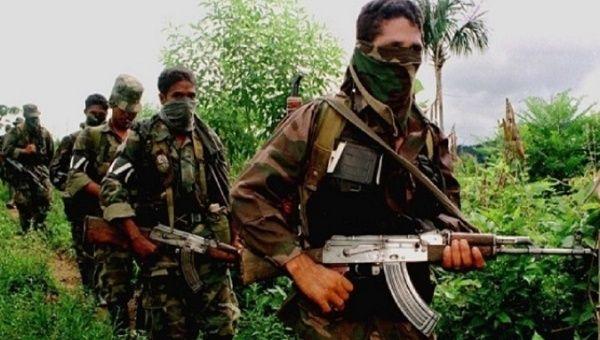 Desmovilizando a los líderes de las FARC-EP han dicho que el grupo paramilitar continúa ocupando áreas de Colombia, asesinando a líderes sociales y de derechos humanos.