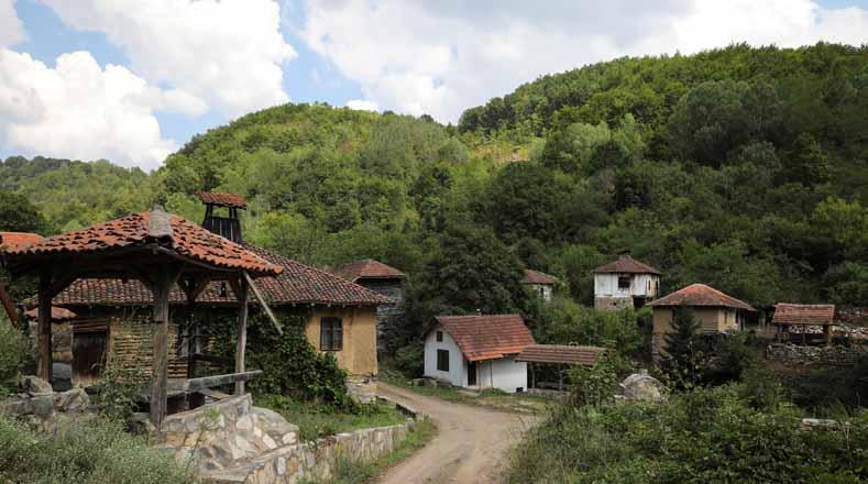 Los ciudadanos serbios tienen que lidiar con problemas tan serios como el altísimo desempleo, los bajos salarios y el injusto sistema de pensiones.
