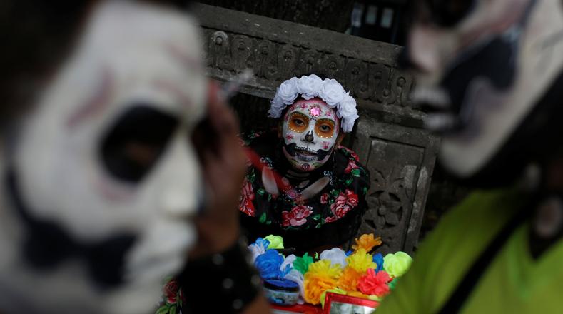 Este desfile y otras celebraciones previstas en los próximos días sirven de antesala para el tradicional Día de Muertos, el 1 y 2 de noviembre.