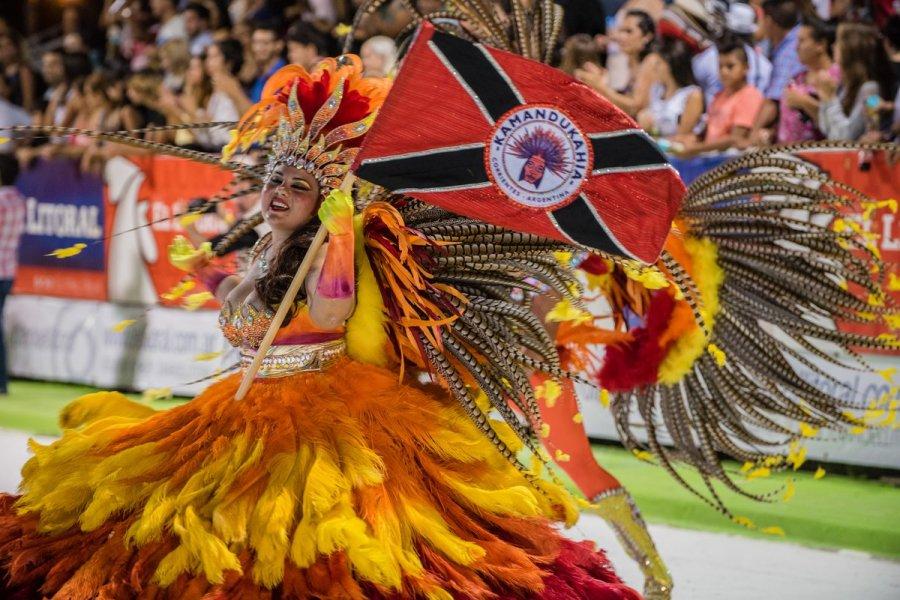 Cada barrio de la provincia desfila en estos carnavales y cada uno representa un escenario distinto.