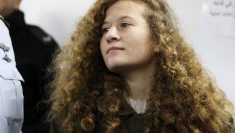 Ahed Tamimi fue arrestada por soldados armados en medio de la noche y sometida a un interrogatorio sin la presencia de un abogado o familiares.