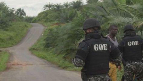 Los militares ecuatorianos no pueden ingresar a territorio colombiano, pero se mantienen vigilando la frontera.