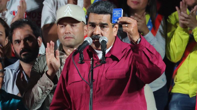 El presidente Maduro se reunió con el pueblo en el centro de la ciudad capital luego de que se dieran a conocer los resultados de los comicios.
