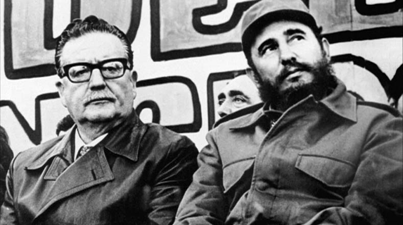 Salvador Allende no sólo se convirtió en el primer presidente socialista en el mundo en ser elegido democráticamente, también fue el primero en intentar transitar al socialismo por la vía pacífica, conocida como la vía chilena al socialismo.
